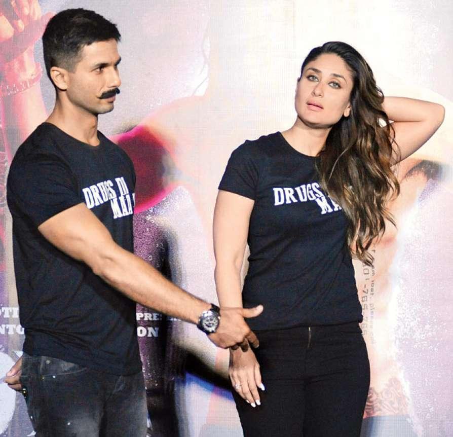 bollywood actor Shahid Kapoor alongside Kareena kapoor