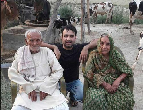 Pankaj-Tripathi-Father-Pandit-Banaras-Tripathi